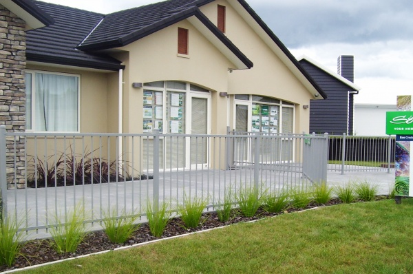 Residential Flat top fencing